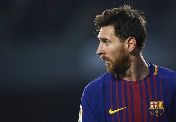 Lionel Messi of FC Barcelona looks on the La Liga match between Real Betis and Barcelona at Estadio Benito Villamarin on January 21, 2018 in Seville, . - 63 of 81