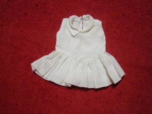 Schoene-alte-Puppenkleidung-Niedliches-weisses-Kleid
