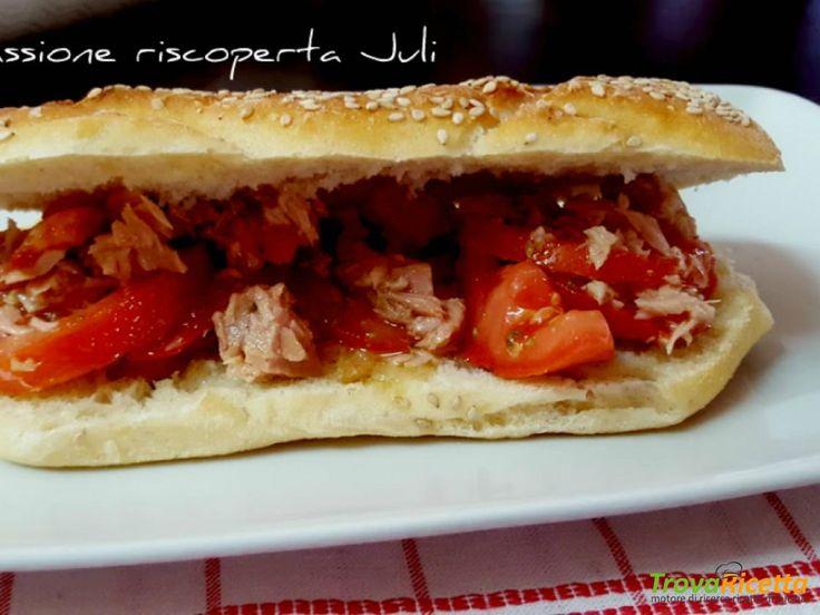 Panino con pomodoro e tonno  #ricette #food #recipes