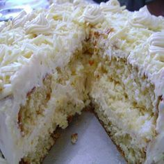 Ingredientes: Para o bolo: 4 ovos 2 colheres (sopa) de margarina 2 xícaras (chá) rasas de açúcar 1 xícara (chá) de leite morno 2 xícaras (chá) bem cheias de farinha de trigo 1 colher (sopa) de fermento Para o recheio e a cobertura: 1 lata de leite condensado 10 colheres (sopa) de leite em pó …