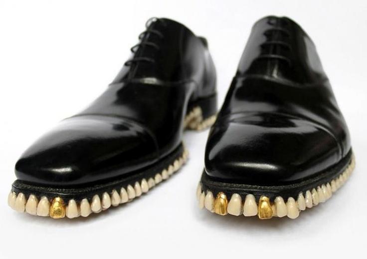 Des chaussures aux dents longues
