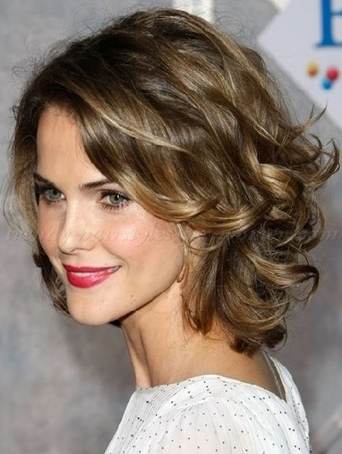 wavy and curly medium length hairstyles for women - shoulder length wavy hairstyle