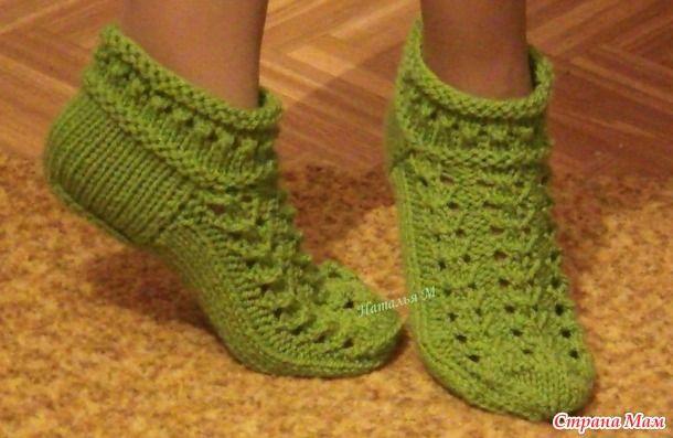 Здравствуйте, дорогие рукодельницы! Хочу поделиться с Вами, описанием вязания укороченных ажурных носочков спицами.