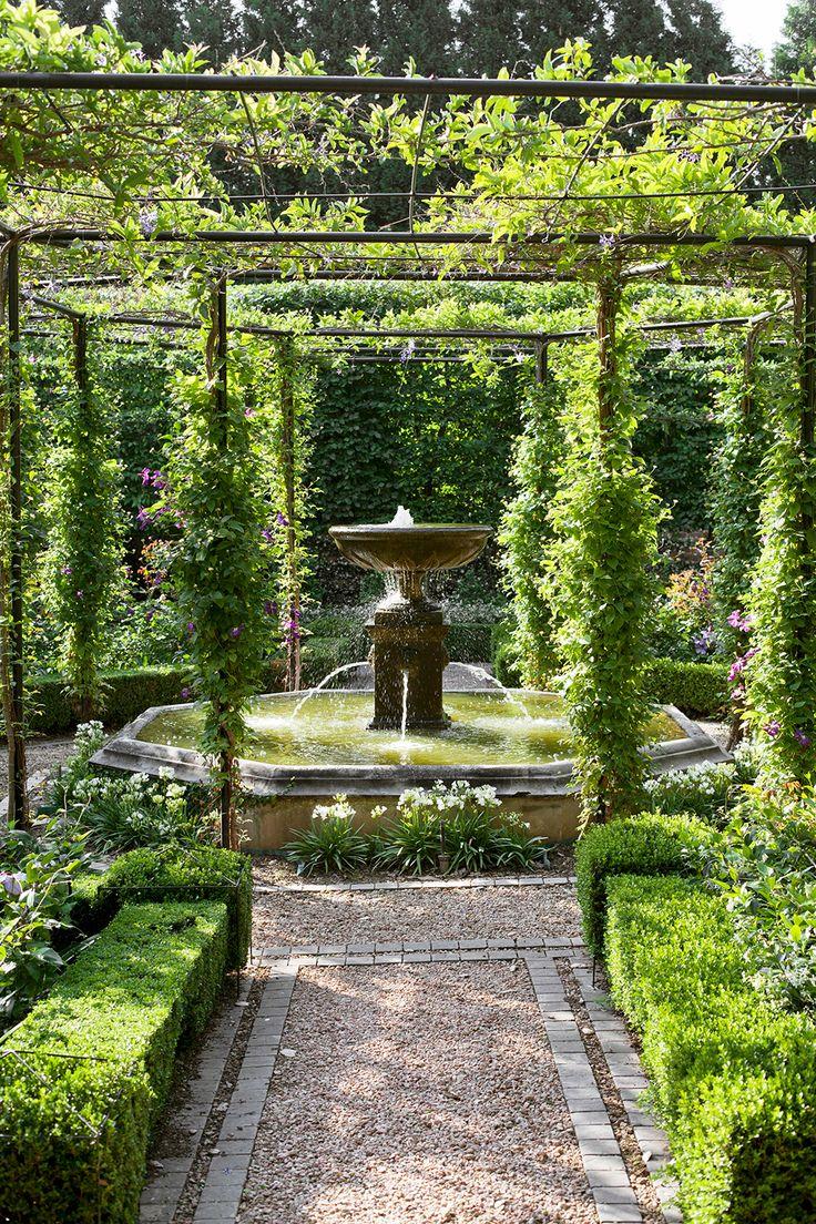 Giardino all'Italiana Progetto Outdoor Fiori Fontana con Pergolato