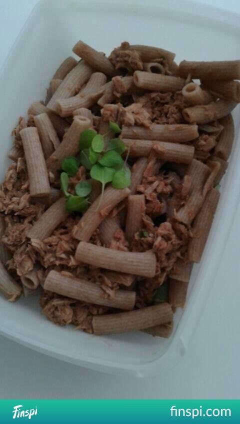 lunchbox : makaron orkiszowy z tuńczykiem w sosie pomidorowym z czosnkiem i bazylią    danie szybkie smaczne i co najważniejsze zdrowe #kuchnia #dieta #fitness #zdrowie #odchudzanie #zdrowe jedzenie #makaron #tuńczyk #lunch #zdrowa kuchnia #lunchbox