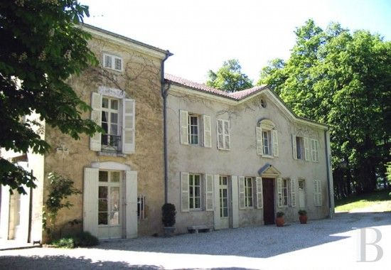 18th century property in the Bresse area 75 minutes from Geneva and Lyon - property for sale France - in Provence, Languedoc-Roussillon, Côte d'Azur, Upper-Savoie - Patrice Besse Castles and Mansions of France is a Paris based real-estate agency specialised in the sale of Residences.