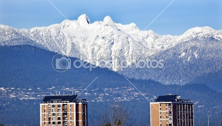 Vancouver Skyline Snowy Two Lions Mountains British Columbia — Stock Photo #6296476