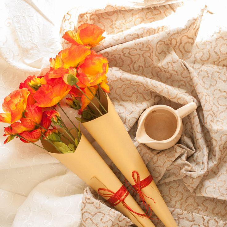 нас в шоу-руме очень много маков. Крупные и мелкие, эксклюзивно-белые и традиционно алые, кустовые и одиночны. И еще их очень любит использовать в оформлении знаменитый Кирилл Лопатинский!  Фото и стиль Лиза Эшва. Маки кустовые FloraViola. #FloraViola #утро #decor #маки #букет flora_viola#beautiful #poppy #flowerslovers #мак #красота #flowers #decor