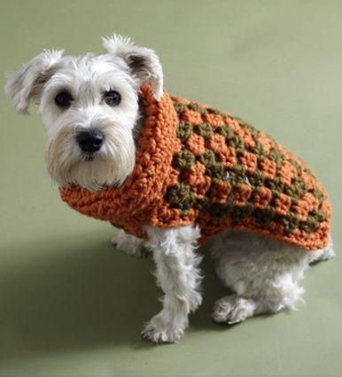 Schema gratuito per realizzare, con l'uncinetto, un cappottino per cani di tutte le taglie