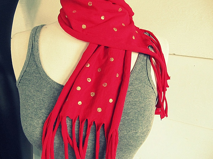 Recycle an old T-shirt into a chic polka dotted scarf (@Anne / La Farme Hollabaugh aka. WobiSobi)
