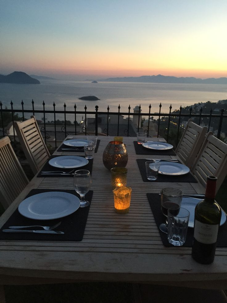 Getting ready for dinner in the garden. A dinner with a view.