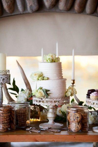 awesome Pièce montée 2017 - Idée de gâteau de mariage élégant - gâteau de mariage à deux niveaux avec crème de beurre blanc ...