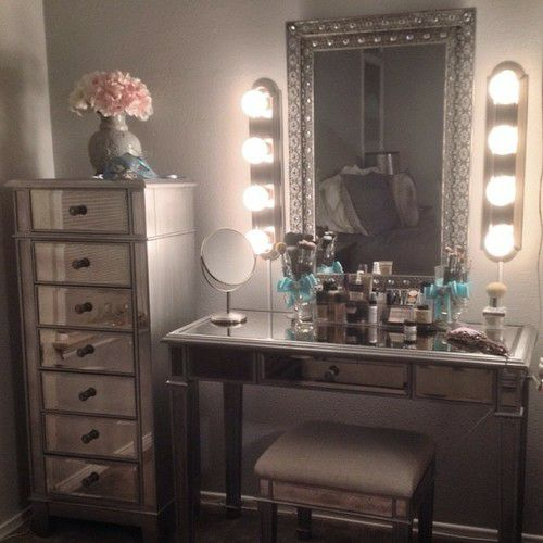 Ah! This is my dream makeup area...with an area for lots of jewelry!