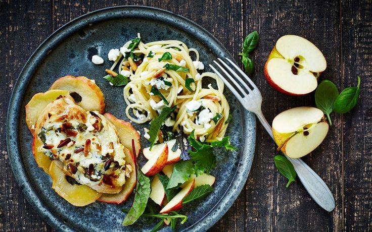 Et godt match og dejlig aftensmad, også til gæster. Italiensk inspiration fra basilikum, pinjekerner, citron og spaghetti, kombineret med danske æbler, som har friskhed, syre og sødme.