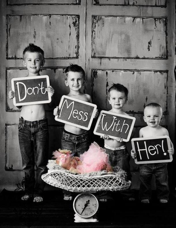 Leuke geboortekaart als je newborn dochtertje alleen maar grote broers heeft ;)