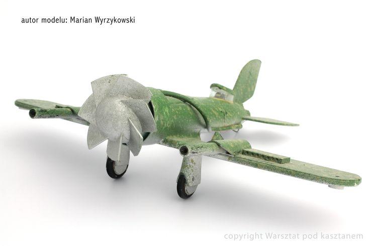 Samolot z recyklingu ( z elektrośmieci).Zdjęcie wykonał Filip Twarkowski. Aircraft recycled (with electro trash)