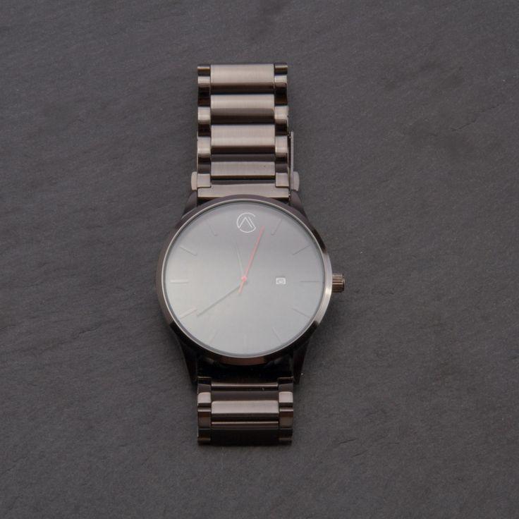 Modelo BELOCE. Este es el modelo de gama alta de MCWATCHESCO., reloj de hombre con un diseño minimalista, con correa de acero inoxidable en negro.