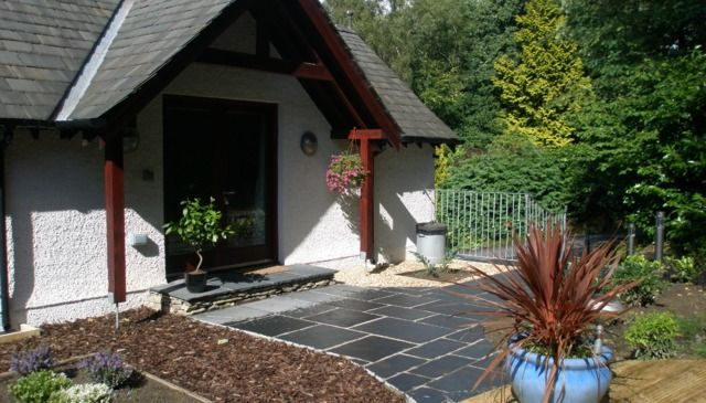 Luxury on bedroomed, open planned cottage in the Windermere.