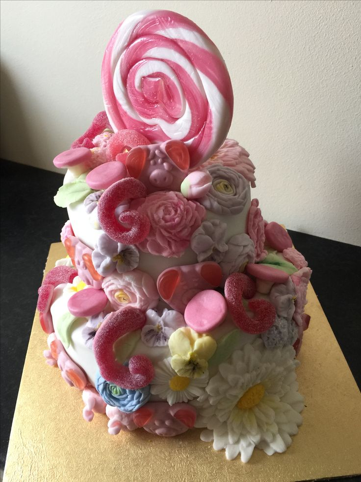 Percy Pig cake incorporating Buttercream flowers mould from Karen Davies