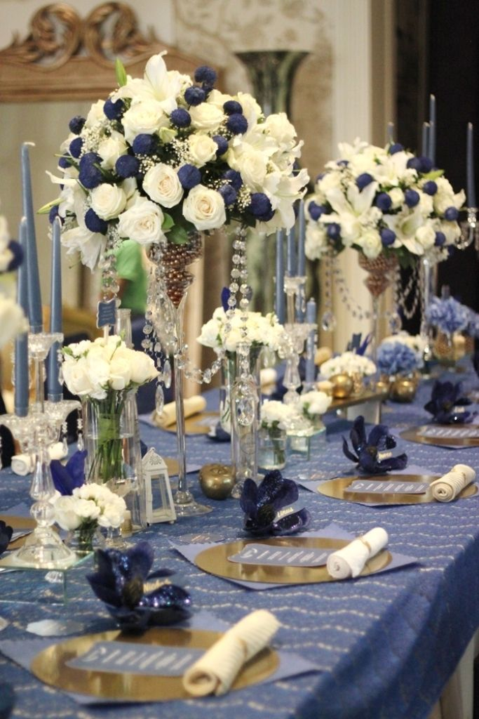 The classic navy blue and broken white wedding table ...