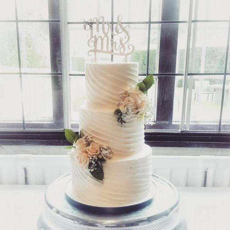 Buttercream Wedding Cakes And Desserts: Best 25+ Buttercream Wedding Cake Ideas On Pinterest