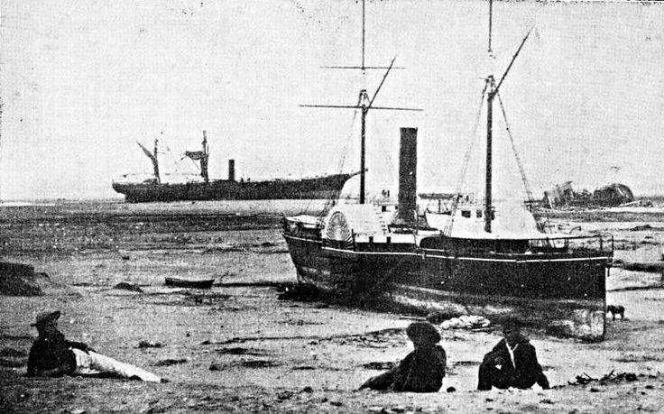 El 13 de agosto de 1868 los navios estaban anclados en la bahía. Los navíos soltaron sus anclas e iniciaron la marcha tratando de salvarse.  Sorpresivamente el mar volvió como una marea sostenida y retomó a los navíos. El Chañarcillo, barco ingles fue destruido. El Fredonia se destruye al chocar contra el morro de Arica. El América siguió la misma dirección del Wateree, pero al topar con el fondo empezó a rodar sobre sí mismo destruyéndose. El Wateree, que era de fondo plano quedo varado.