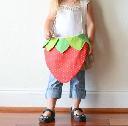 "Isn't this just the cutest thing ever?  It's a free sewing pattern for a ""Strawberry Bag"".  Big thanks to Jacks & Kate for posting it."