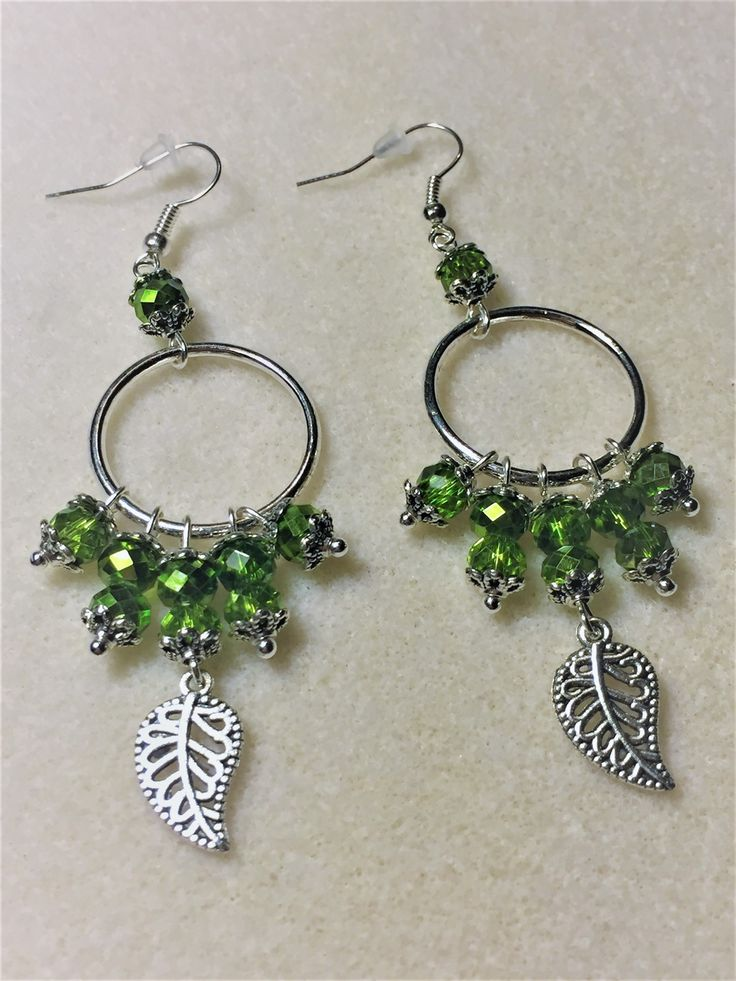 """Boucles d'oreilles """"Les anneaux et les feuilles vertes"""" : Boucles d'oreille par les-breloques-de-bel"""