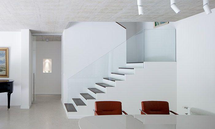 ADR postavili v Klánovicích velký minimalistický dům