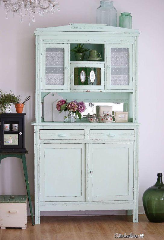 die besten 25 antiker kleiderschrank ideen auf pinterest garderobenschrank antik antike. Black Bedroom Furniture Sets. Home Design Ideas