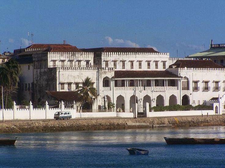 Palazzo delle meraviglie, Zanzibar  http://www.travelstories.it/2014/02/viaggio-zanzibar-non-solo-mare-non-solo.html  #Zanzibar #stonetown #houseofwonders