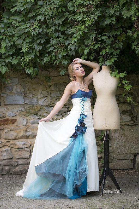 ROBE DE MARIEE turquoise et ivoire, transformable, en taffetas et tulle   Carole CELLIER, créatrice de robes de mariée (photo Philippe Guilloud) #robedemarieeturquoise #robedemarieeevolutive #robedemarieetransformable