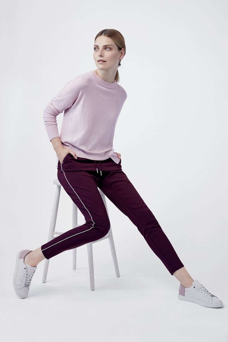 Yes, you can wear jogger sweatpants at the office! We just love these pants from ONLY. #stockmann #inspiroidu