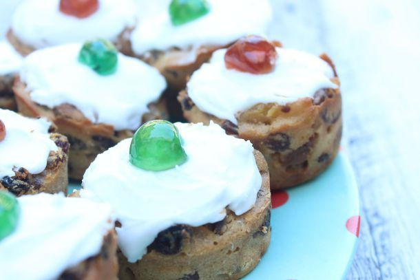 Little Christmas Cakes | The Quirk and the Cool