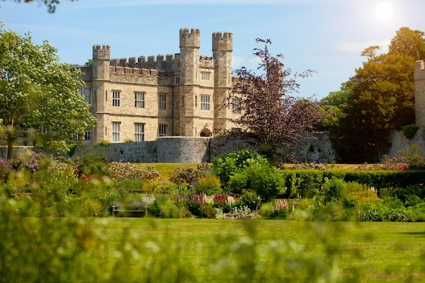 Just a country estate: Buckets Lists, Places I D, English Castles, Treasure Houses, Cousins, Aunt, Leed Castles, Kid, Country