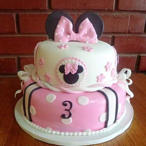 #minnie #fondant #cake by #VolovanProductos #Cakes #Cakestagram #puq #chile #MinnieStyle #minniemouse #Disney