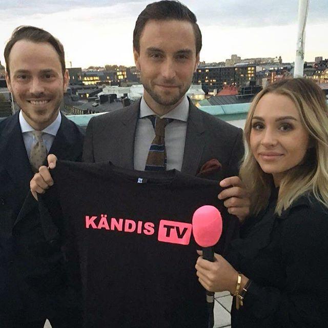 """Idag har vår stjärnreporter Annica Englund haft skoj med Måns Zelmerlöw och hans bästis Alexander Wiberg som har premiär på sitt tv-program """"Chevaleresk"""" på TV6 nu på måndag. Hur kul de hade får ni se på KändisTV inom kort. Prenumerera så du inte missar! Länk till kanalen på >>> @kandis_tv <<< #KändisTV #kändisnyheter #kändisnytt #chevaleresk @manszelmerlow @a.wiberg @akaannica #månszelmerlöw #eurovision #eurovisionsongcontest #esc"""