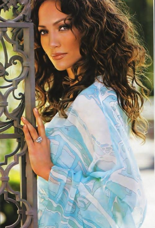 Jennifer Lopez - I'll have to try to get my hair to look like this one day! I love vintage-style JLo :)