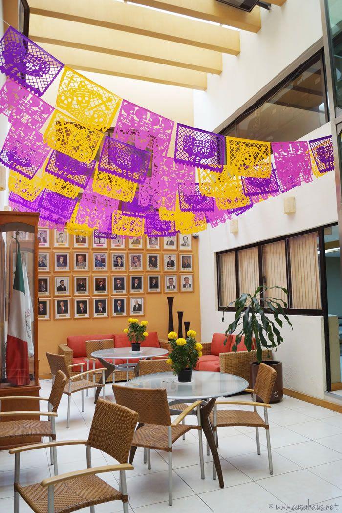 Day of the Dead altar and decorations / Altar y decoraciones para el Día de Muertos - Casa Haus Deco