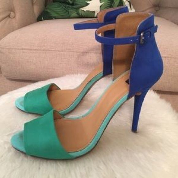 Zara two tone heels Blue and green two tone heels. Wore a few times in good condition. Very easy and comfortable to walk in. Zara Shoes Heels