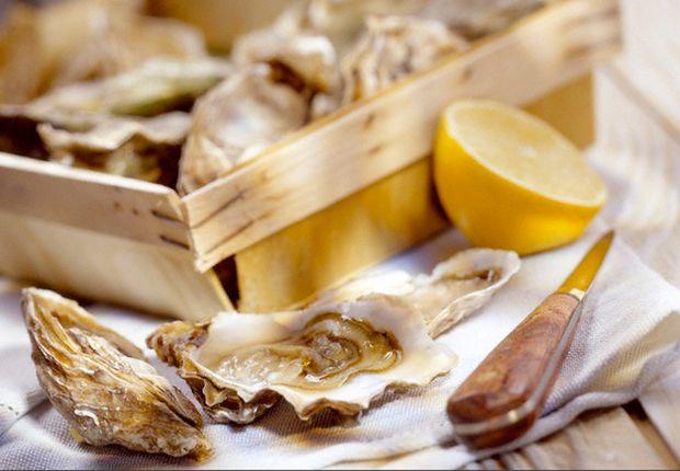 Comment ouvrir les huîtres Attention a ne pas vous blesser . la video pour apprendre comment les ouvrir  du premier coup Notre technique infaillible et autres trucs