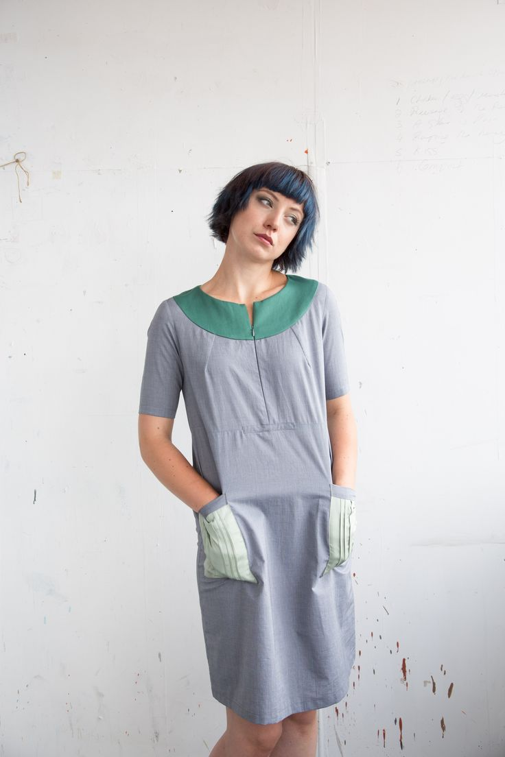 Crew neck with short sleeves dress in lightweight cotton chambray. Relaxed fit, knee length. Pin tuck detailed patch pockets.