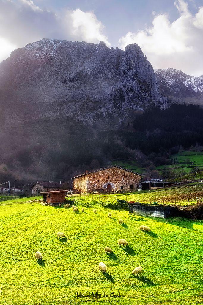 Postales del Pais Vasco Hoy tengo un día postalero :-P Valle de #Atxondo #BasqueCountry #Euskadi #Bizkaia #PaisVasco #EuskalHerria
