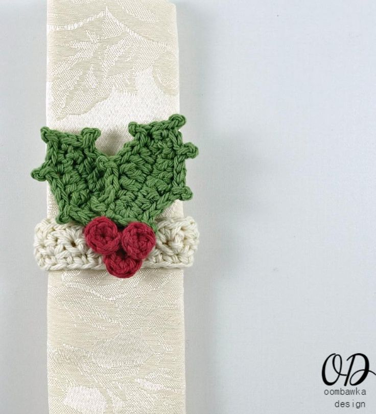 Holiday Crochet Napkin Ring Free Crochet Pattern #Christmas #DIY #FaveCrafter