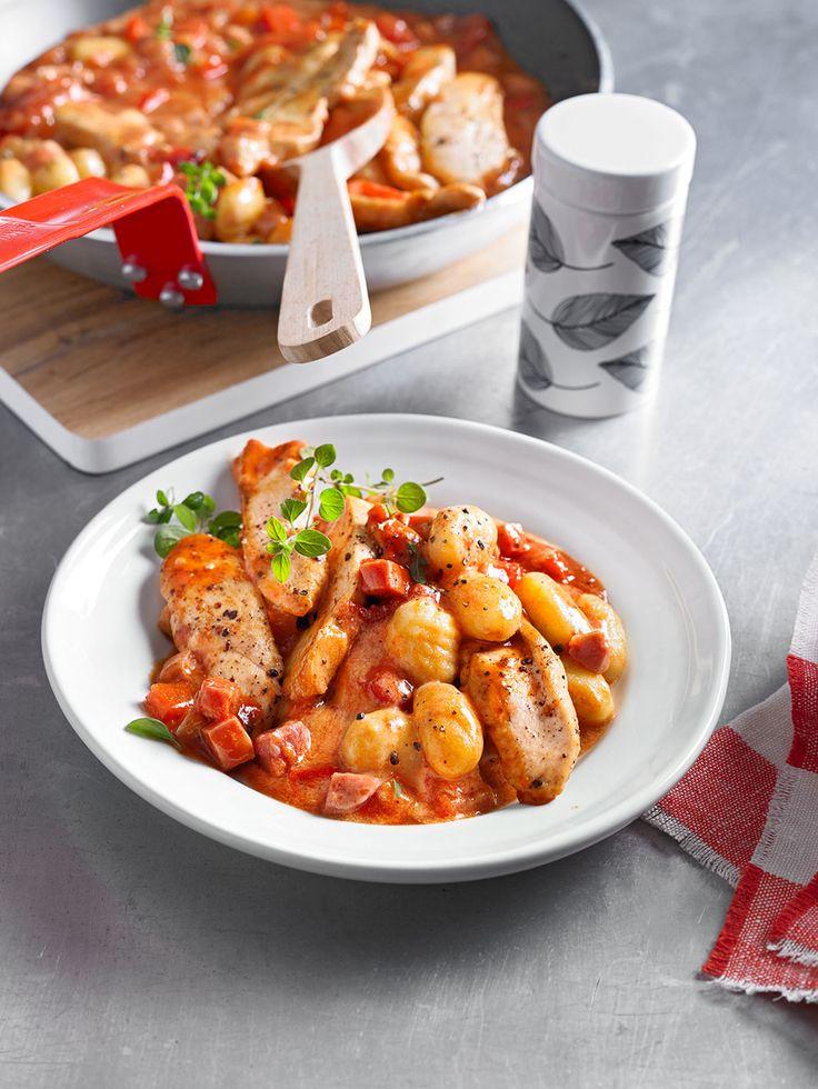 Gnocchi mit Hähnchenstreifen und Schinken-Sherry-Sauce
