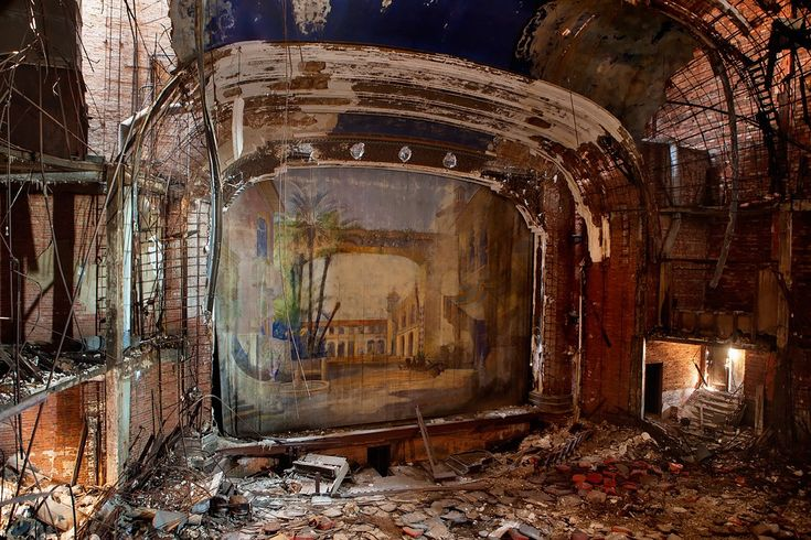 History and photos of the abandoned Palace Theater, in Gary, IN. Photos by Tom Kirsch, http://opacity.us