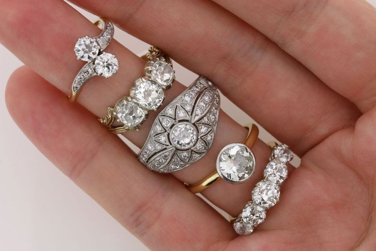 Shopping for an engagement ring? Unsure if you should go with an antique or modern piece? Here's a crash course in old cut diamonds vs round brilliants.