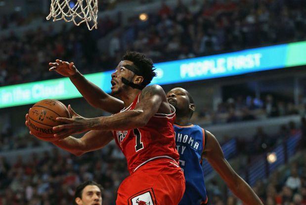 Derrick Rose le gana la partida a Kevin Durant
