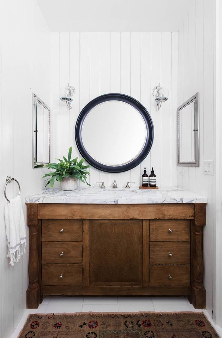 This Jaw Dropping Spanish Revival Is Our Dream Home Simple Bathroom Decor Shabby Chic Bathroom Chic Bathrooms