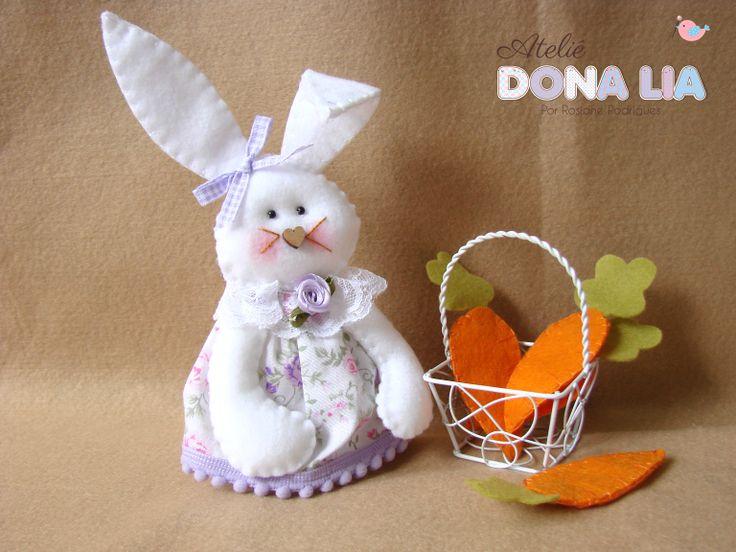 Coelha com cenouras em feltro!